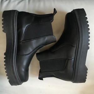 SOLD Steve Madden women's yardley Chelsea boot
